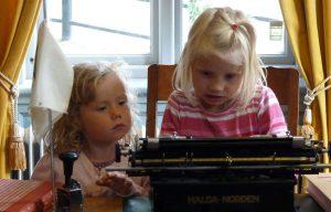 Mädchen in Astrid Lindgrens Welt in Vimmerby. © 2013, BU/Foto: Dr. Bernd Kregel