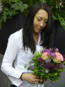 Blumenverkäuferin in der Börse am Ring. Foto: © 2016, Dr. Bernd Kregel
