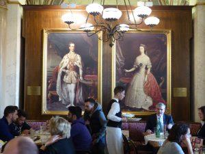 Imperiale Kulisse im Cafe Central. Foto: © 2016, Dr. Bernd Kregel