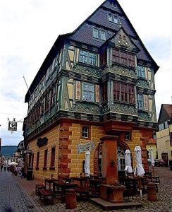 Das berühmte Hotel Zum Riesen in Miltenberg. © Foto: Elke Backert, 2012