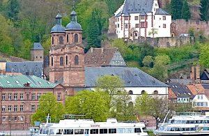 Miltenberg mit Mildenburg und Pfarrkirche und Mainschiffen. © Foto: Elke Backert, 2012