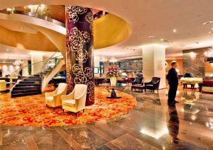 Die Lobby des Hotels Kempinski River Park in Bratislava (Pressburg). © Thilo Scheu