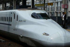 Shinkansen im Bahnhof von Okayama. © Foto: Bernd Kregel, 2016