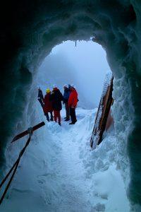 Der Eingang zum Natureispalast auf dem Hintertuxer Gletscher. © Foto: Roman Schoenfeld, 2016