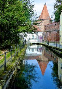 Schöne Spiegelung mitten in Memmingen. © Foto: Elke Backert