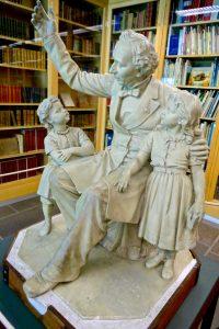 Andersen erzählt Kindern Märchen - im Andersen-Museum in Odense. © 2017, Foto/BU: Elke Backert
