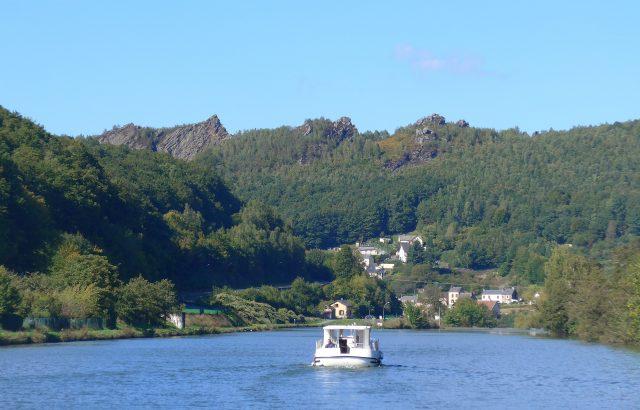 Mit dem Hausboot auf der Maas.