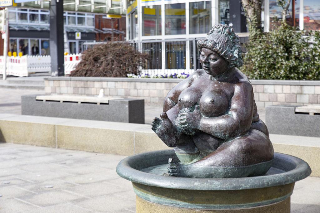 Die Wilhelmine im Brunnen.