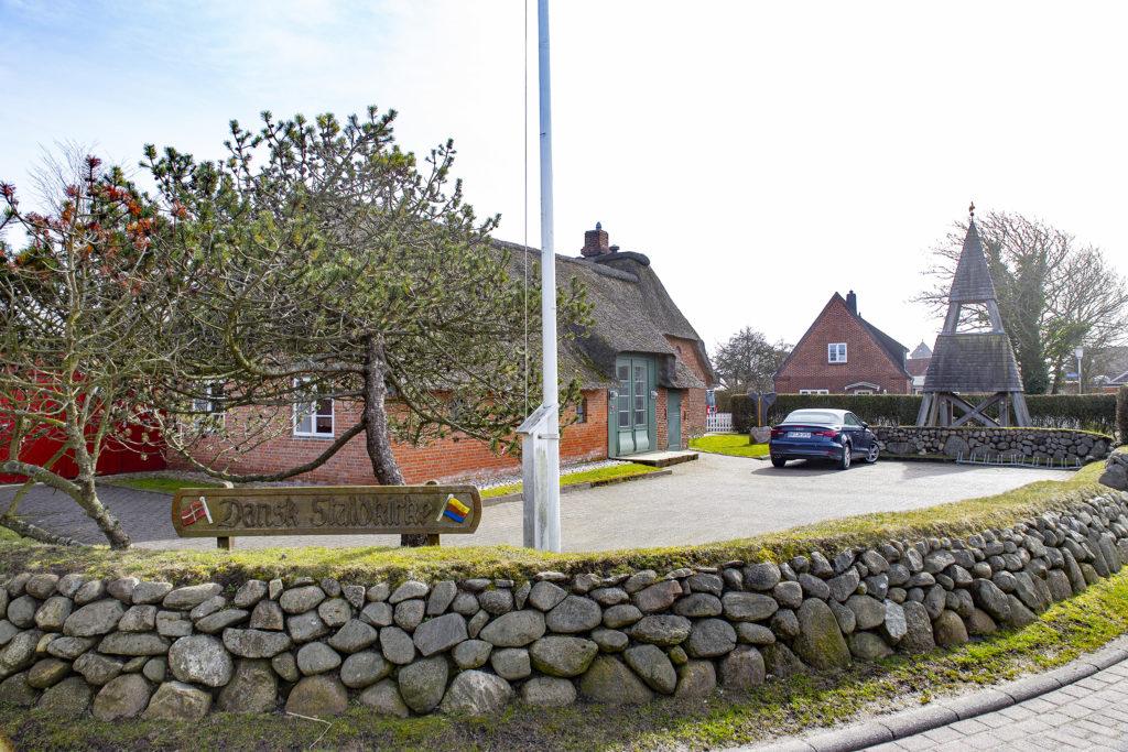 Die dänische Kirche ist eine Stallkirche.