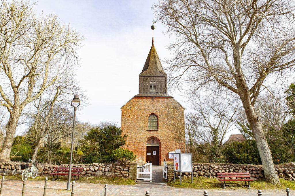 St. Niels, die alte Dorfkirche.