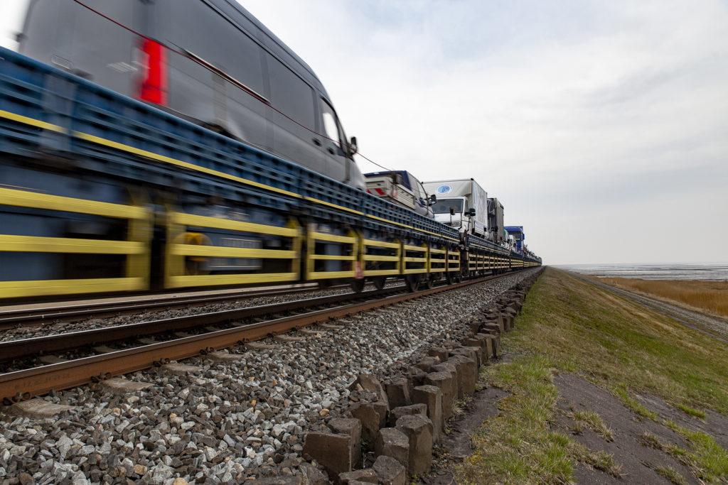 Der blaue Autozug, der konkurrierend zur Deutschen Bahn seit 2016 fährt.