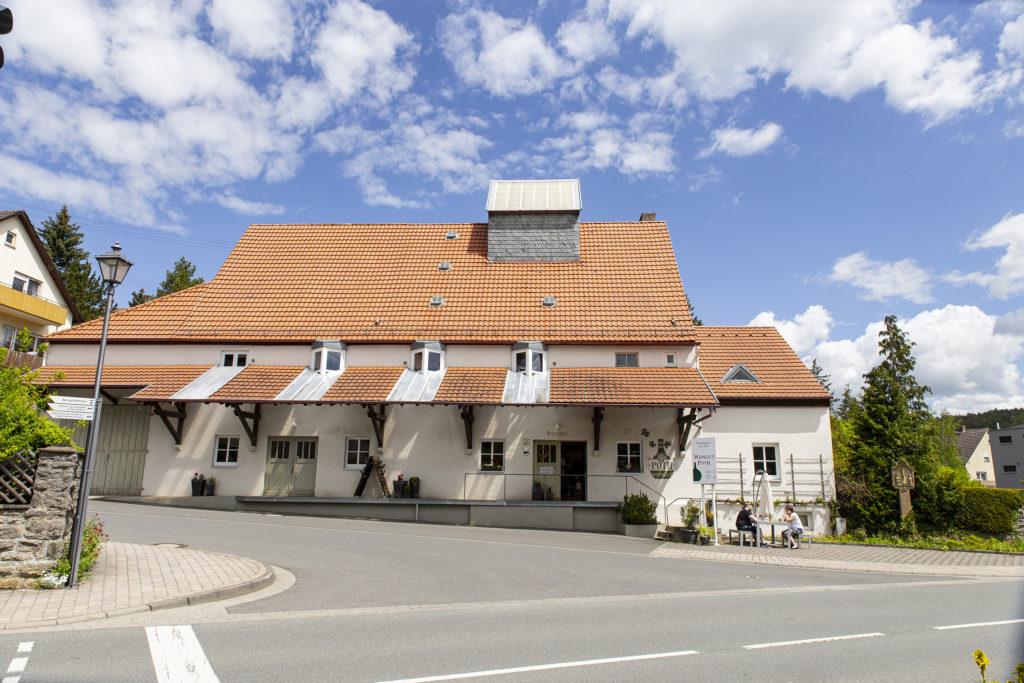 Das Weingut Poth in Röttingen ist leicht zu finden – direkt an der Hauptstraße.