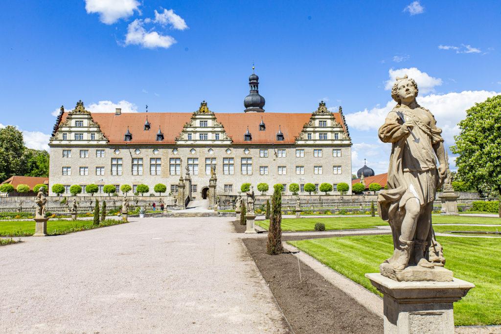 Der Blick auf Schloss Weikersheim vom Garten her.