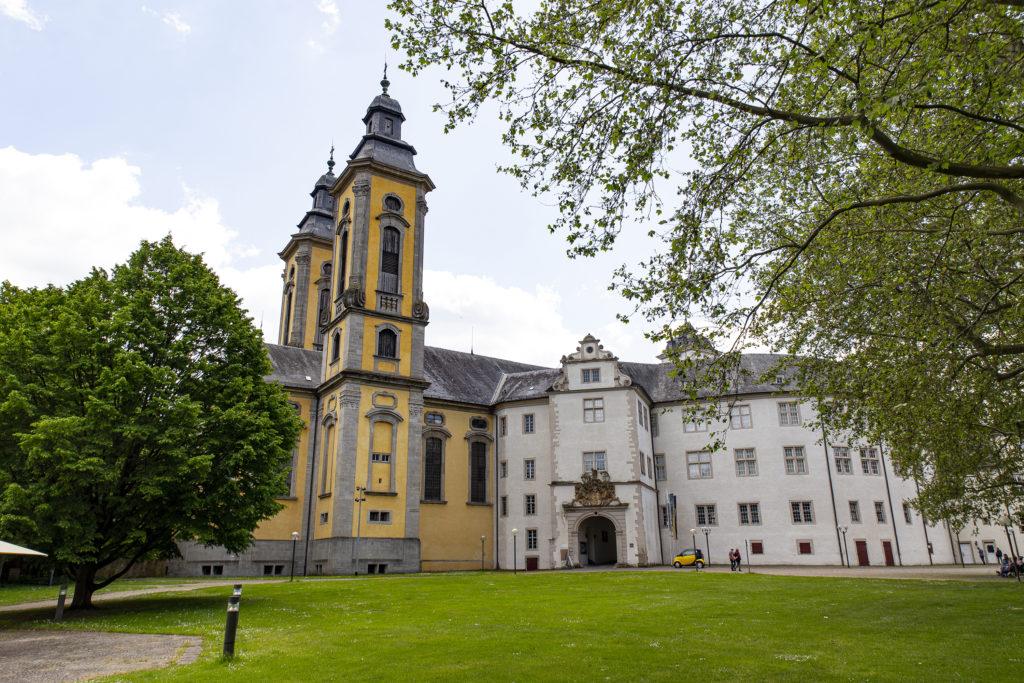 Das Schloss Mergentheim und die Schlosskirche.