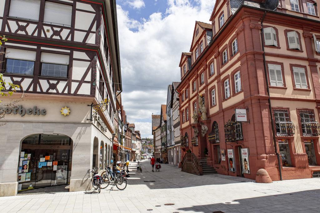 Der Blick in die Fußgängerzone von Tauberbischofsheim.
