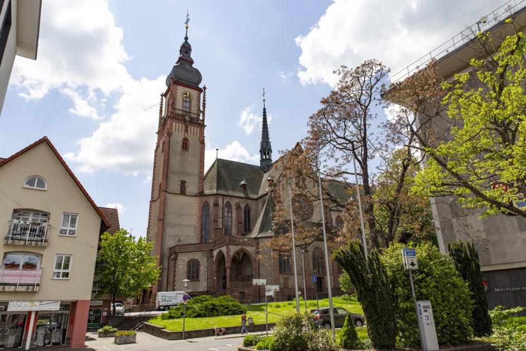 Die Stadtkirche St. Martin wurde zwischen 1910 und 1914 im Stil der Neugotik errichtet.
