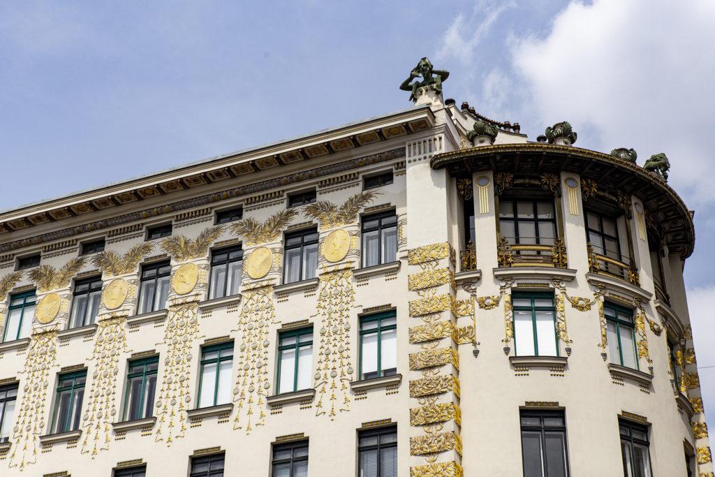 Das Haus Linke Wienzeile 38 mit seinen beeindruckenden Verzierungen.
