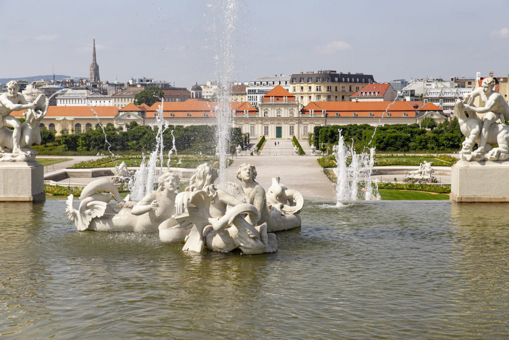 Wasserspiel und Spiele im Wasser – mit Sicht auf das untere Belvedere.