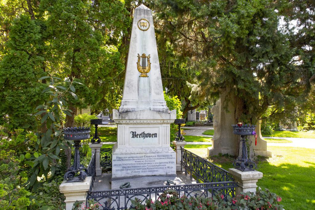 Das Grab Beethovens – nach der Umbettung.